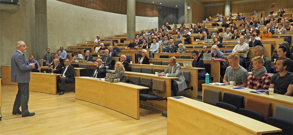 Det var mange interesserte tilhørere da vinnerne av Kavli-prisen innen nanovitenskap og nevrovitenskap holdt sine prisforedrag ved NTNU i dag. Foto: Per Henning /NTNU